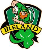 Irish leprechaun rugby player ball shamrock — Stock Photo