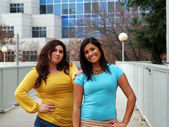 Two hispanic sisters outdoor portrait standing buildings — Stock Photo