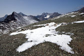 Rocks, snow, clouds and sky in Sayan mountains.Siberia. — Stock Photo