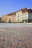 Piazza acciottolata nella città vecchia di varsavia — Foto Stock
