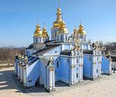 Michalská zlatou kopulí klášter - slavný církevního komplexu v kyjevě, — Stock fotografie