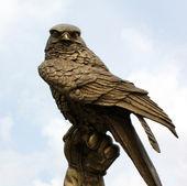 Fighting Falcon in bronze — Stock Photo
