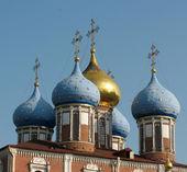 Domes of the Uspenskiy Cathedral of the Ryazan Kremlin — Stock Photo