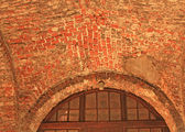 Fönster av medeltida byggnad — Stockfoto