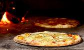 Pizza nel forno — Foto Stock