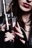 Girl with a revolver — Stockfoto