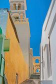 Santorini'de renkli eski sokak — Stok fotoğraf