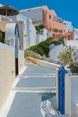 Traditional old street in Santorini, Greece — Stock Photo