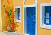 Colorful old street in Oia, Santorini — Stock Photo