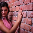 Girl and a wall background - Foto Stock
