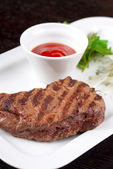 Juicy roasted beef steak — Stock Photo