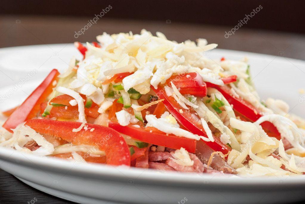 Салат с языком и помидорами рецепт
