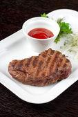 Juicy roasted beef steak — Stock Photo