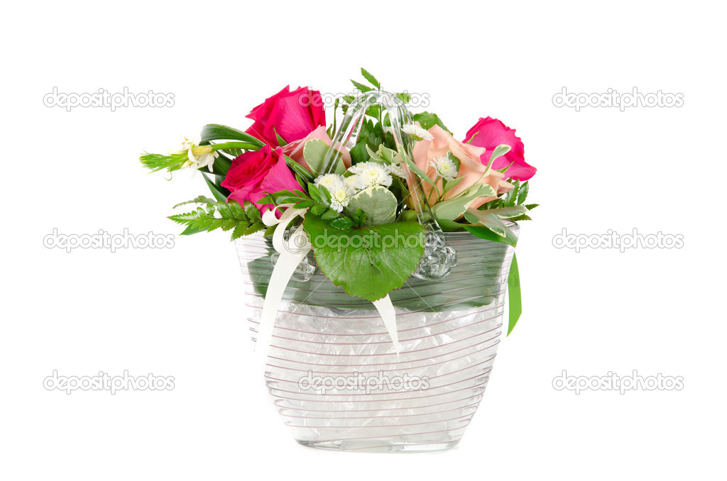 Bunch of roses in a vase isolated on white background — Stock Photo #6502194