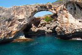 Natural arch and the grotto at Cala Antena, Majorca, Spain — Stock Photo