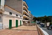 Terrases vacía y la calle de porto cristo, mallorca — Foto de Stock