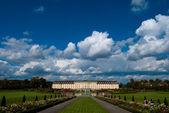 Nuvens sobre o palácio de ludwigsburg — Fotografia Stock