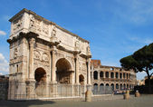 The Arch of Constantine and the Colosseo — Stock Photo
