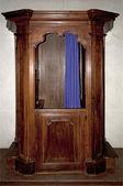 Stary konfesjonał drewniany. — Zdjęcie stockowe