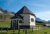 Small Italian church - Dolomites, Italy — Stock Photo