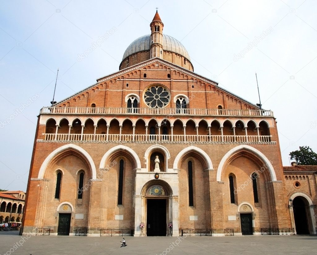 Basilica of Saint Anthony of Padua  (Sant'Antonio da Padova) — Stock Photo #6627520