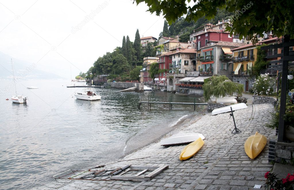 Varenna is a comune (municipality) on Lake Como in the Province of Lecco in the Italian region Lombardy — Stock Photo #6723397