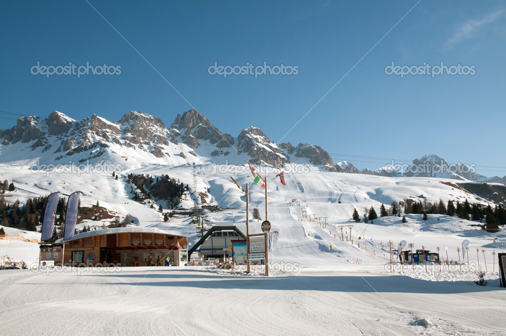 Snow mountain landscape - Passo San Pellegrino, Dolomites, Italy — Stock Photo #6726952