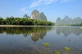 Paisaje de montaña hermosa karst en yangshuo guilin, china — Foto de Stock