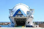 Gran ferry en el puerto de zadar — Foto de Stock