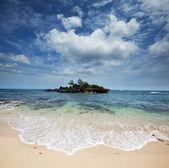 Eiland in oceaan — Stockfoto