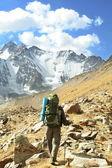 在山中徒步旅行 — 图库照片