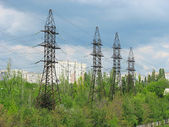 Electric Power Transmission Lines and cloudy sky — Stock Photo