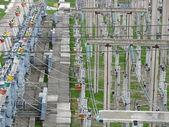 在电厂高压送电线路 — 图库照片
