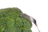 Brócoli con tenedor aislado en blanco — Foto de Stock