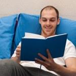Man reading a book — Stock Photo