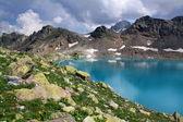 Lake in the mountains — Stockfoto