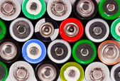 Viele bunte batterien — Stockfoto