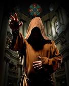 Głoszenie mnich w kościele — Zdjęcie stockowe