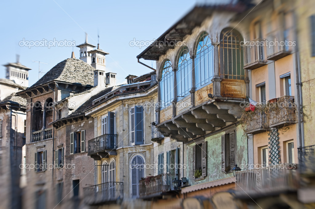 Buy a house in Domodossola with land