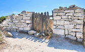 Gate of old stone wall — Stock Photo