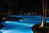 Tropical Resort Swimming Pool at Nighttime — Stock Photo