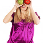 komik kadın tutan iki elma — Stok fotoğraf
