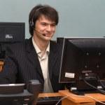 młody biznesmen w swoim biurze — Zdjęcie stockowe