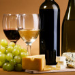 Wine and cheese still-life — Stockfoto