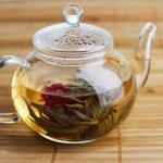 Fresh tea in glass teapot — Stock Photo #5729293