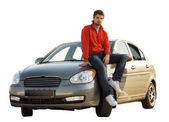 Automobilový závodník sedící na jeho auto — Stock fotografie