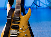 Toned maple electric guitar closeup — Stock Photo