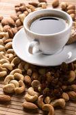 Café con nueces, higos y pasas de uva — Stockfoto