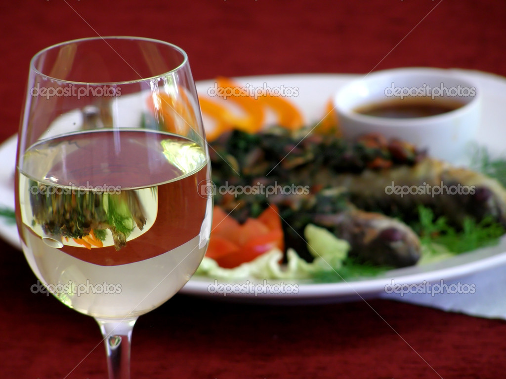 Wineglass with a dish on the background — Stock Photo #5729517