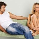 giovane coppia a casa — Foto Stock